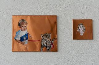 """Workshop e progetto espositivo Academy Awards """"Barbarie"""", Irene Sartorio, Icone, olio su rame, dimensioni variabili (15 x20 cm cad.), 2012. (dettaglio)  Il rame è un metallo, di conseguenza è freddo eppure di un colore caldo che inganna i sensi. Il sentimento che risiede dietro ogni immagine dipinta su questo materiale viene quindi accentuata dall'una o dall'altra caratteristica portando a uno studio non solo del materiale ma anche dei soggetti come piccole icone personali.  Foto di Davide Tremolada"""