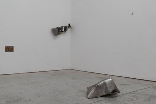 VIR Viafarini-in-residence, Open Studio, Sara Ravelli, untitled, 2018, lamiera. Foto di Jin Yisong.