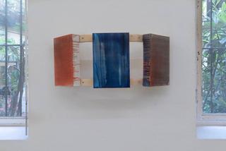 VIR Viafarini-in-residence, Open Studio, Kim Yoogin, trittico delle materie #3, 2018, legno e tecnica mista su tela. Foto di Jin Yisong.