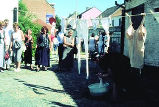 Maja Bajevic, Avanti Popolo, Maja Bajevic, En attendant, 2001, outdoor performance. Exhibition view: Watou Poeziezomer 2001, Watou, Belgium, organized by S.M.A.K., Ghent, Belgium (Curator Ann Demeester), 2001.  Photo documentation: S.M.A.K. / Emanuel Licha