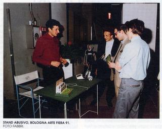 Intercultura - Capitolo 4 Immigrati che cooperano, Maurizio Cattelan, stand abusivo a Bologna Arte Fiera, 1991