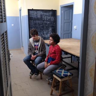 Intercultura - Capitolo 12 Ricordi di viaggio, Roberto e Bibo visitano il centro di formazione taglio-cucito alla periferia di Dakar