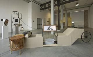 Il raccolto d'autunno è stato abbondante, Giorgio Guidi Tamburo, 2009 installazione legno, metallo, plastica, pelle 400 x 150 x 170 cm Foto di Zeno Zotti