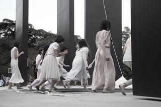 Stage as a social platform | Jérôme Bel, Alexis Blake, Luigi Coppola, Christian Nyampeta, Luigi Coppola, Continuum (2016) Foto di Paolo Sacchi