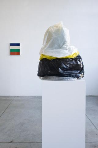 Loredana Di Lillo, Animal, sinistra: Imperfection, 2011 ricamo su stoffa 37 x 43 cm  destra: Supernatural, 2011 bronzo, borse di plastica 58 x 50 x 28 cm  Foto di Zeno Zotti