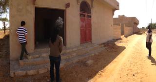 Intercultura - Capitolo 12 Ricordi di viaggio, Modou e Roberto visitano il forno in costruzione per la formazione di panificatori