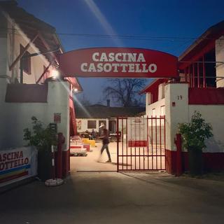 """Intercultura - Capitolo 21 Il marchio, L'insegna """"Cascina Casottello"""" nel 2018, prima del cambio di logo"""