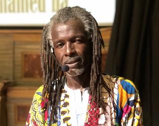 Intercultura - Capitolo 5 Attività attività attività, Mohamed Ba durante una interpretazione teatrale