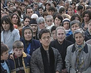 """Workshop per giovani artisti """"Wherever We Go - Ovunque andiamo"""", Adrian Paci, Pilgrimage, 2005, still da video."""
