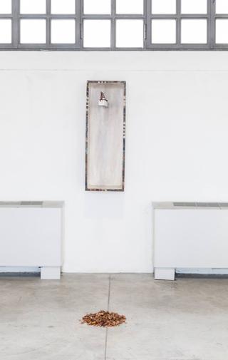Enej Gala, Prefabrick - Walking with Art Prize 2015, Timemarker, 2016 legno, das, colori ad olio Foto di Federica Boffo