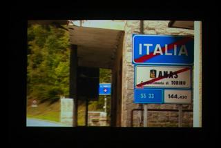 Il confine è ortogonale al transito, Still dal video
