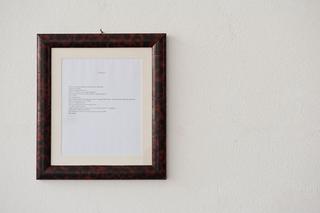 """Workshop e progetto espositivo Academy Awards """"L'intimità dell'immagine come luogo in comune"""", Antonio Crotti, Documento II, testo in cornice, 37 x 33 cm, 2012  Foto di Davide Tremolada"""