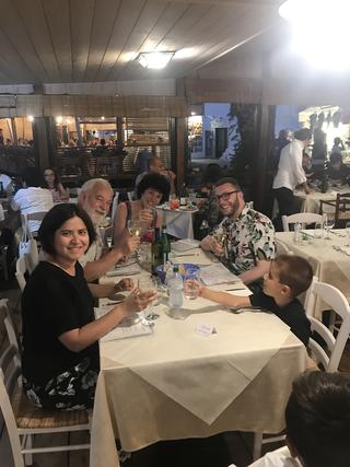 People | Family, Patrizia a cena con Giovanni Sabatini, Giulio Verago, Vanessa e Pietro Tafur, 2019