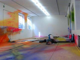Katharina Grosse, If music no good I no dance, Veduta dell'installazione a Viafarini. Foto di Antonio Maniscalco.