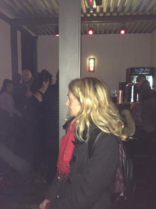 Intercultura - Capitolo 5 Attività attività attività, Luisella Valtorta assiste a uno spettacolo nello spazio di Mascherenere