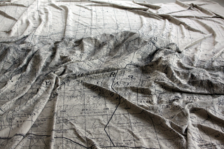 Adelita Husni-Bey, La montagna verde, Mappa (dett.), stampa inkjet su lino grezzo. Foto di Maria Vastola