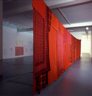 Stefano Arienti, 2 stoffe tinte in rosso, 2001 (22 cloths dyed in red) Dyed fabric misura ambiente Courtesy:Galerie Micheline Szwajcer, Antwerp