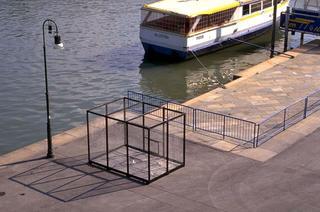 Stefano Arienti, I Murazzi dalla cima - 6. Ossario, 1996 (I Murazzi dalla cima - 6. Ossuario) Metal net dimensioni reali Murazzi del Po, Torino