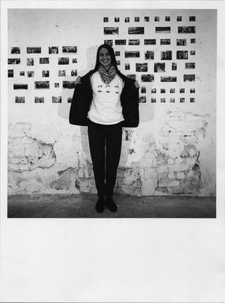 People | Family, Alessandra Pioselli collaboratrice di Viafarini durante la mostra di Maurizio Mercuri, 1993