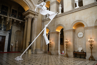 Maurizio Cattelan, Victory in not an option, 2019 Installation view,Blenheim Palace