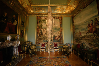 Maurizio Cattelan, Ego, Victory is not an option,2019 Installation view, Blenheim Palace