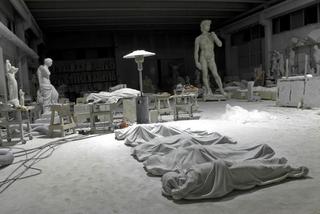 Maurizio Cattelan, All, 2008 Carrara marble misura ambiente Foto di Zeno Zotti