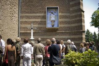 Maurizio Cattelan, Senza titolo,2007 235,6 x 137,2 x 47 cm veduta dell'installazione: Kunstproject Synagoge Dtommeln, Pullheim-Stommeln