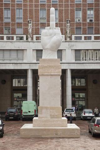 Maurizio Cattelan, L.O.V.E., 2010 Carrara marble altezza 11 m Piazza degli Affari, Milano