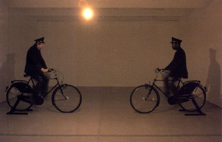 Maurizio Cattelan, Dynamo Secession, 1997 Electrical materials, two bicycles, two security-guards misura ambiente Wiener Secession, Wien Foto di Matthias Hermann