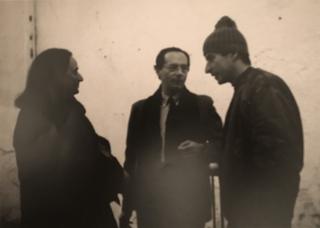 People | Family, Giacinto Di Pietrantonio, Roberto Daolio e Maurizio Cattelan in via Farini 35, 1994