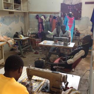 Intercultura - Capitolo 6 Frequentazione dello spazio, Gis Gis e Rauss, Centro di formazione di taglio-cucito nella periferia di Dakar