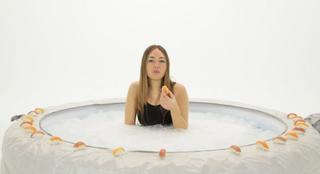 progetto77 e Archivio Viafarini, Isabella Benshimol, Whale vomit can make you rich, 2016 - still da video - courtesy of the artist