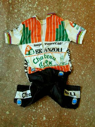 Tobias Rehberger, Luci diffuse, Divisa da corsa di Francesco Moser