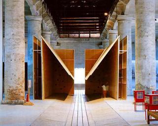 Liliana Moro, La casa, 1993 (The house) Wood, aluminium, loudspeakers - Aperto '93 - Emercency/Emergenza , XLV Biennale, Venezia Foto:Roberto Marossi