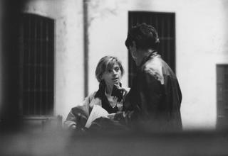 People | Family, Tiziana Ricci di Radio Popolare intervistaLella Valtorta di Dilmos Gallery all'inaugurazione di Viafarini, ottobre 1991