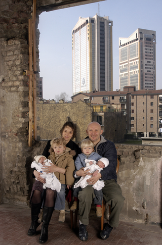 People | Family, La famiglia di Monica Thurner ritratta da Paola Di Bello in Framing the Community, Milano 2006