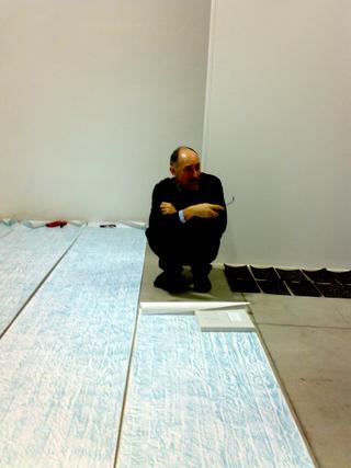 Officine dell'Arte - dai workshop di Stefano Arienti e Italo Zuffi, Stefano Arienti durante le prove di allestimento
