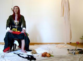 Bookcrossing Zones, Zona #3, Augusta Atla, Object des femmes, still da video, 2011