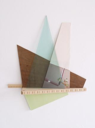 Il raccolto d'autunno è stato abbondante, Riccardo Baruzzi Oggetto per i muri della casa nella foresta di Frank Lloyd Wright, 2009 pittura, vetro, carta 68 x 52 x 18 cm
