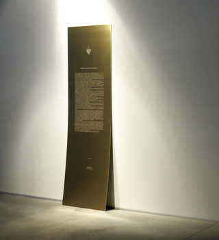 Do you know because I tell you so or do you know do you know?, Alessandro Di Pietro Yuppi A.! And that's enough!, 2013 brass, 200 x 60 cm Foto Alice Pedroletti