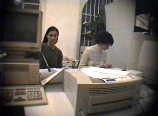 La storia dell'Archivio - 1, Alessandra Pioselli e Monica Thurner, due colonne portanti dell'Archivio, 1993. Foto di Mario Gorni.
