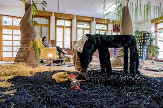 Anna Galtarossa, Kamchatka, Kamchatka'16, 2016, materiali vari, dimensioni ambientali. Veduta dell'allestimento presso Fondazione La Fabbrica del Cioccolato. Foto di Saverio Lombardi Vallauri.