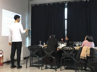 Coworking Lotto 15, La sommelier Liujie Ye impegnata in un corso di Sun In Sky