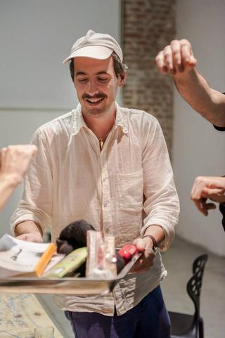 ArTransit | Performance Labour 1, Benjamin Valenza CIRCA CIRCA, Dé-Abduction Apéritivo, 2014 performance Foto di Simona Luchian