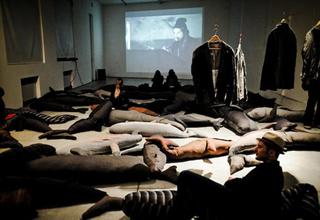 Claudia Losi, Les Funerailles de la Baleine, Foto di Esther Mathis e di Pieranna Scagliotti