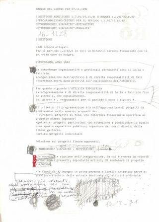 Ci vollero tante riunioni assieme agli artisti allora attivi a Milano per interrogarsi sul ruolo e funzionamento di Viafarini; ci si immaginò il secondo appuntamento, con gli artisti che decisero di realizzare opere uniche per essere donate a chi aderiva